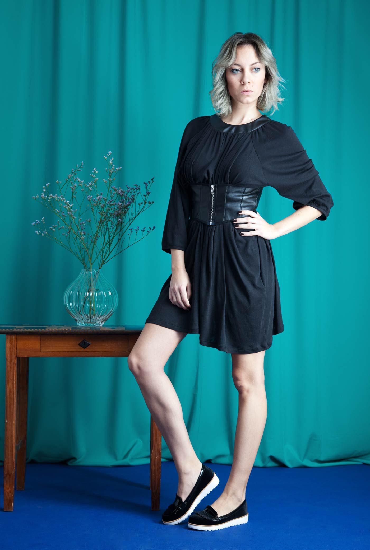 Schwarzes Kleid von House of Wolf