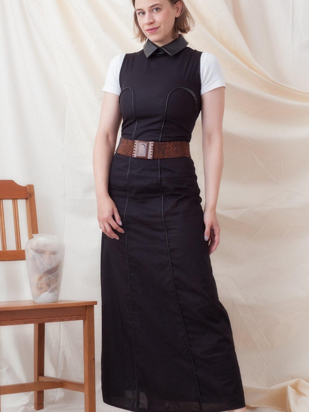 Faires Abendkleid aus Biobaumwolle und Kunstleder
