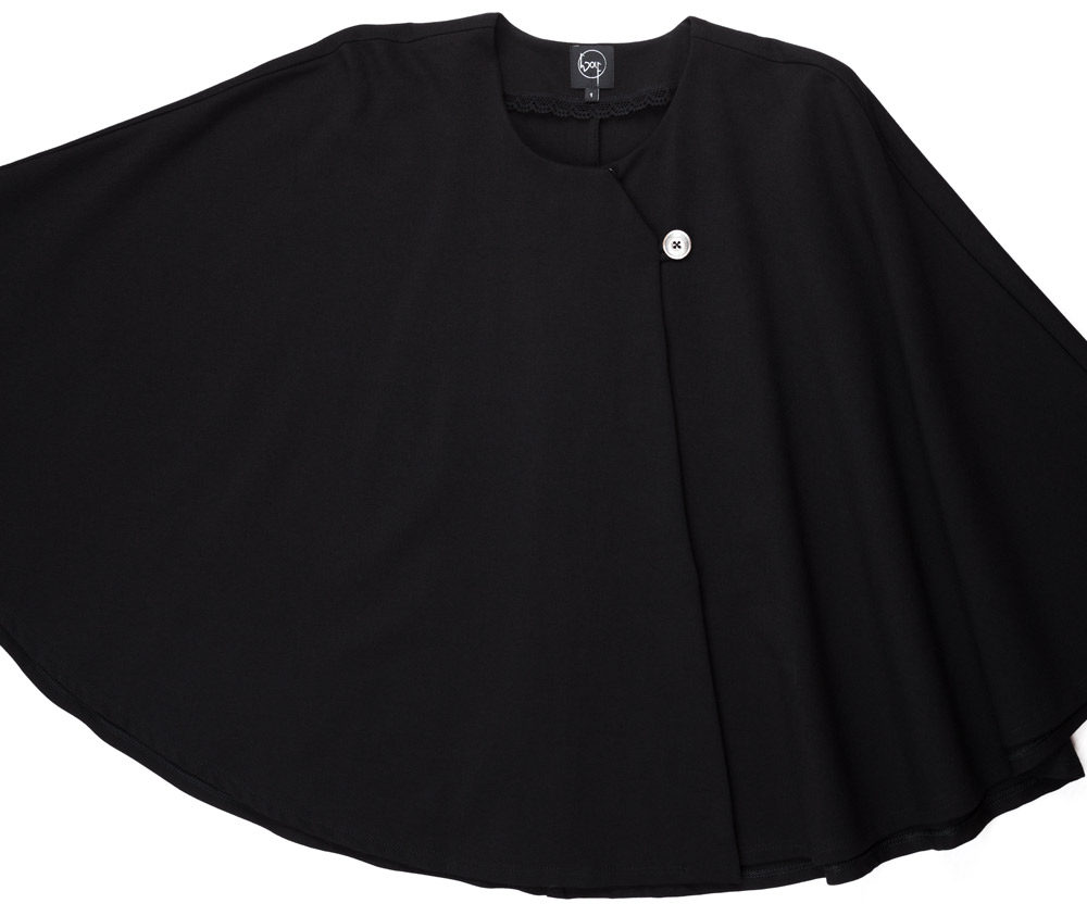 Weites Cape aus schwarzem Jersey